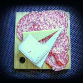 Tagliere di soppressa e formaggi